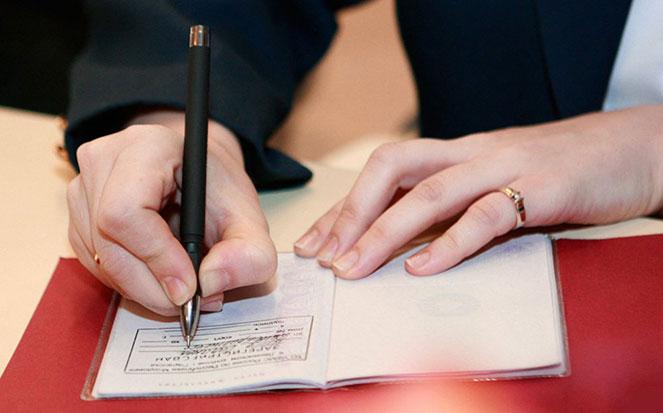 Как оформить временную регистрацию в МФЦ